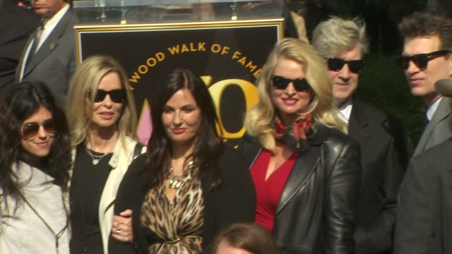 vídeos de stock, filmes e b-roll de barbara orbison donna dixon david lynch and chris isaak at the roy orbison honored posthumously with a star on the hollywood walk of fame at... - chris isaak