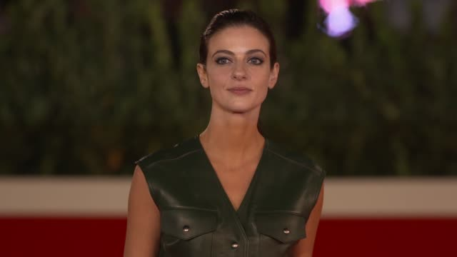 "barbara ronchi arrives on the red carpet ahead of the ""cosa sara'"" screening during the 15th rome film fest on october 24, 2020 in rome, italy. - rome film festival点の映像素材/bロール"