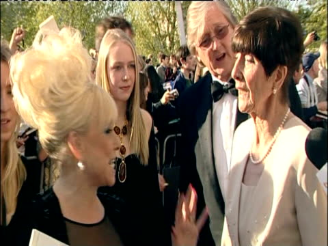 vídeos de stock e filmes b-roll de barbara windsor and june brown on red carpet at british academy television awards including london 26 april 2009 - eastenders