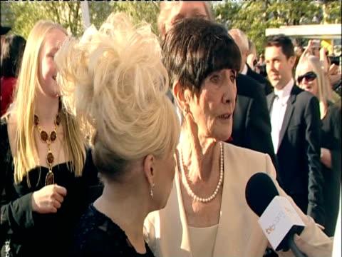 barbara windsor and june brown talk to press at british academy television awards including london; 26 april 2009 - 黒のドレス点の映像素材/bロール