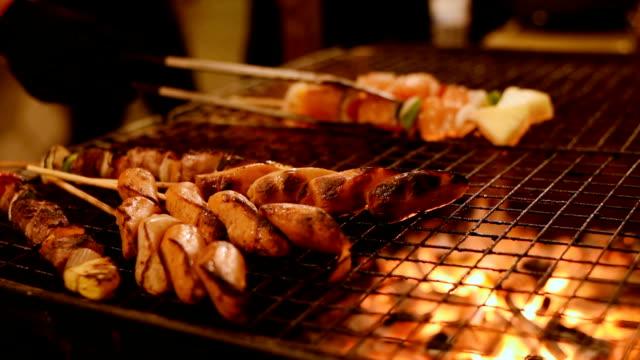 Un Barbecue de poulet, du bœuf et du porc Grill