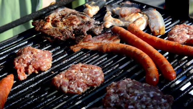 barbecue - kalbfleisch stock-videos und b-roll-filmmaterial