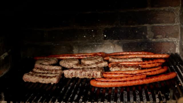 barbecue - kotelett stock-videos und b-roll-filmmaterial