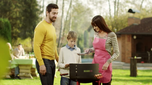 barbecue with family - barbecue stock videos & royalty-free footage