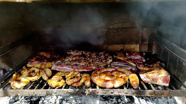 asado argentino a la parrilla - barbecue with smoke - argentina stock videos & royalty-free footage