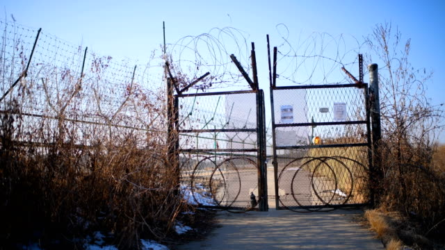a barbed wire fence runs alongside the han river near the demilitarized zone between south and north korea on february 7 2018 near panmunjom south... - südkorea stock-videos und b-roll-filmmaterial