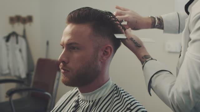 Barber cutting a mans hair