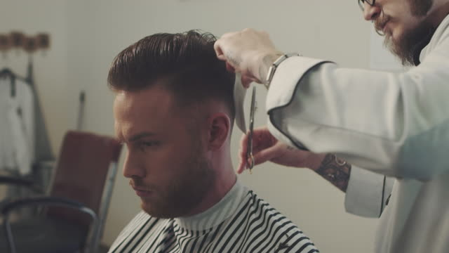 Barber cutting a mans hair