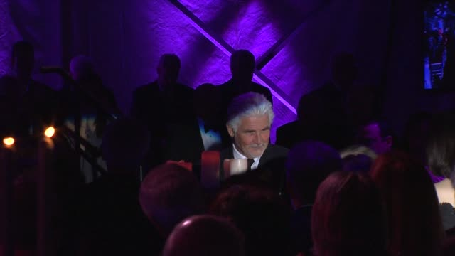 vídeos de stock, filmes e b-roll de barbra streisand and james brolin at the national museum of american jewish history opening gala at philadelphia pa. - barbra streisand
