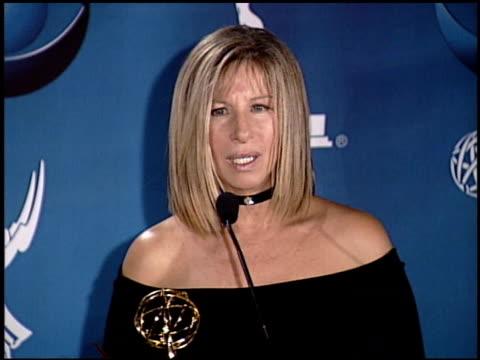stockvideo's en b-roll-footage met barbra streisand at the 2001 emmy awards press room at shubert theater in century city, california on november 4, 2001. - barbra streisand
