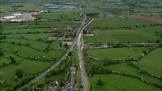 barbridge canale svincolo-vista aerea-inghilterra, cheshire oriente, attizzare regno unito - fuoco acceso video stock e b–roll