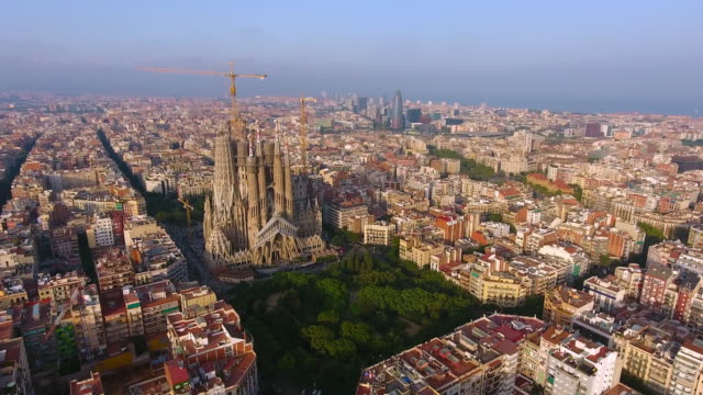stockvideo's en b-roll-footage met luchtfoto van het barcelona door drone - wide shot