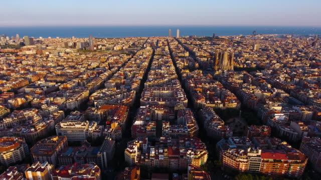 vídeos y material grabado en eventos de stock de vista aérea de barcelona por drone - barcelona