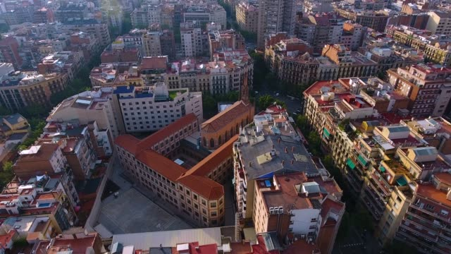 vidéos et rushes de vue aérienne de barcelone par drone - barcelone espagne