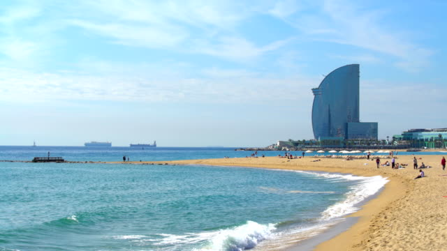 barcelona beach - barcelona stock-videos und b-roll-filmmaterial