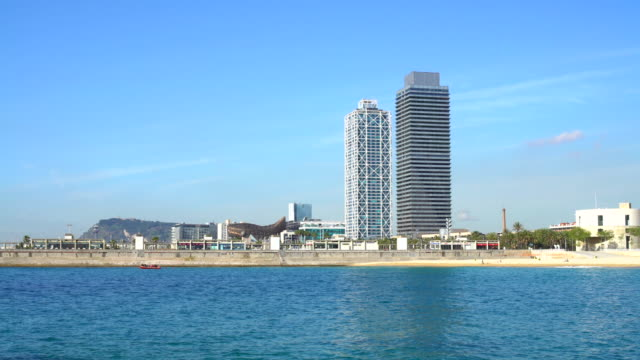 Barcelona beach with skyscrapers, Realtime