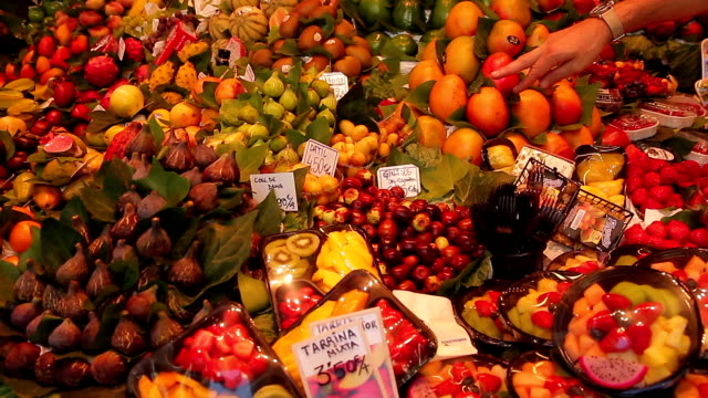 barcelona-katalonien-fruta - fruta stock-videos und b-roll-filmmaterial