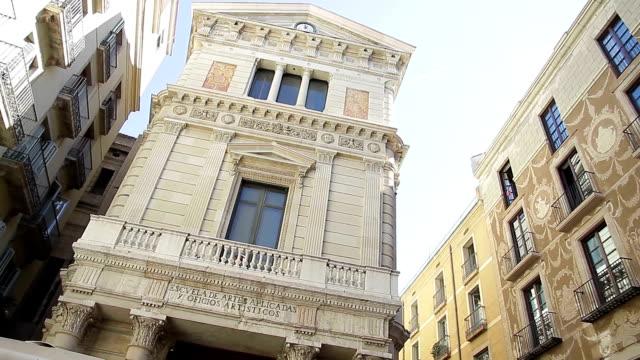 バルセロナのカタルーニャ広場ゴシック ゴシック エスクエラ アルテス aplicadas - ゴシック地区点の映像素材/bロール