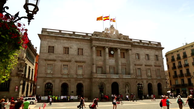 stockvideo's en b-roll-footage met ayuntamiento barcelona - town hall