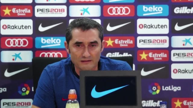 stockvideo's en b-roll-footage met barcelona coach ernesto valverde repeatedly bats away questions on the catalonia crisis insisting it was not his role to comment on the matter - clean