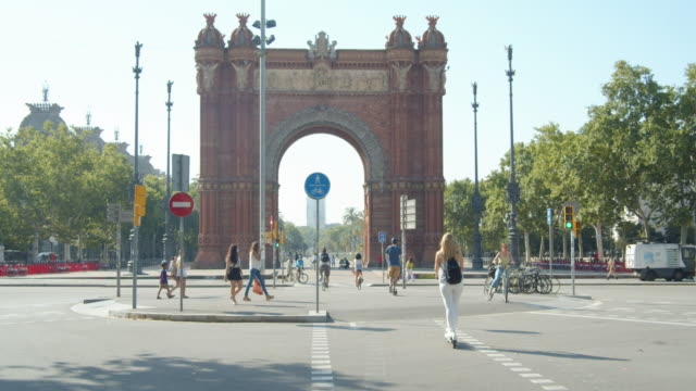 barcelona during covid-19 crisis. people using surgical mask around arc de triomf - triumphal arch stock videos & royalty-free footage