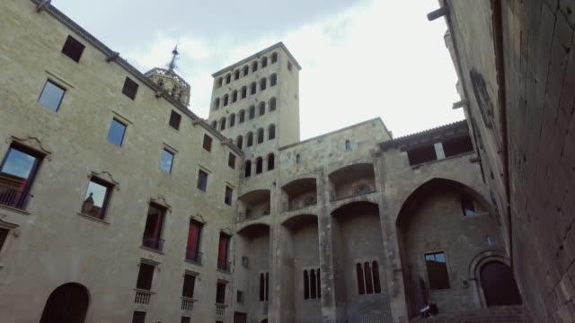 バルセロナ: バリオ gotico で - ゴシック地区点の映像素材/bロール
