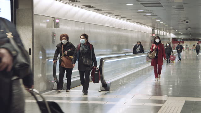 barcelona people wearing masks at subway during new normal 2020 - löpande band bildbanksvideor och videomaterial från bakom kulisserna