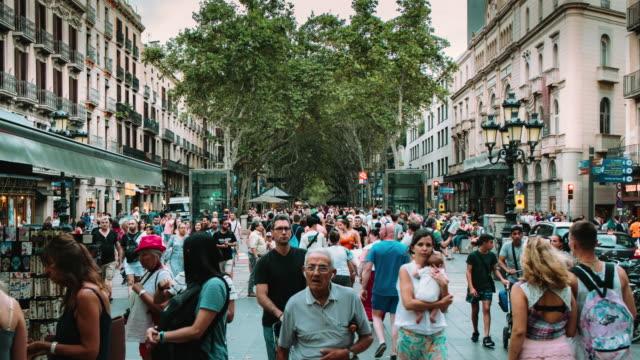 vídeos y material grabado en eventos de stock de barcelona ramblas hyper lapso - barcelona