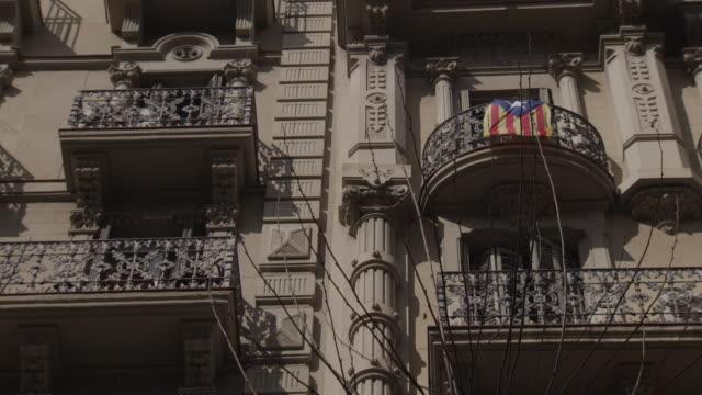 stockvideo's en b-roll-footage met barcelona street view - balkon