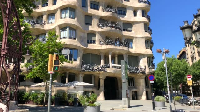 barcelona streets of passeig de gracia with la pedrera (casa mila) of gaudi without people during covid-19 quarantine. - modern art stock videos & royalty-free footage