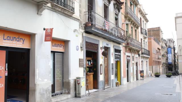 vídeos de stock e filmes b-roll de barcelona - ausência