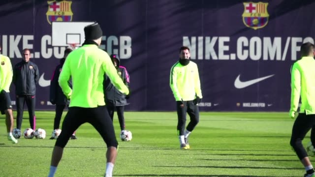 barcelona will need a victory against paris saint germain in the champions league on wednesday if they are to leapfrog the parisians to the top of... - hoppa bock bildbanksvideor och videomaterial från bakom kulisserna
