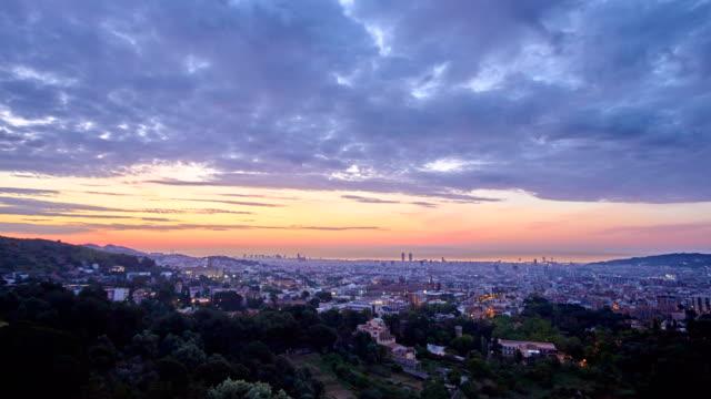 vídeos de stock e filmes b-roll de barcelona's sunrise from vallvidrera - pólen