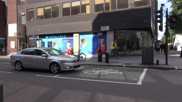 ws barclays bank branch on baker street in london england - メリルボーン点の映像素材/bロール