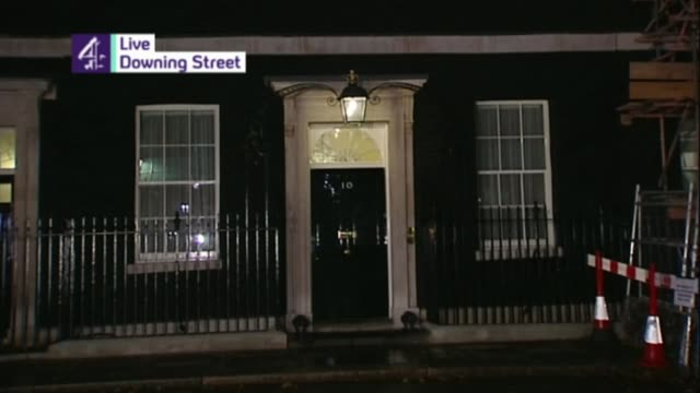 barclays bank executives charged with fraud 2008 general view of number 10 as jon snow heard announcing british government bailout of high street... - 緊急援助点の映像素材/bロール