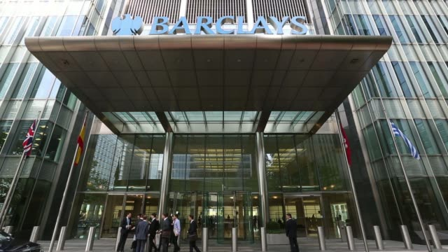 vídeos de stock, filmes e b-roll de a barclays logo sits above the entrance to barclays plcs headquarters in the canary wharf business and shopping district in london uk on friday... - produto interno bruto