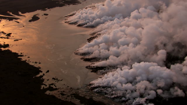 bardarbunga : volcano eruption and lava flow (2014) - 2014 stock-videos und b-roll-filmmaterial