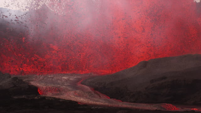bardarbunga : volcano eruption and lava flow (2014) - vulkanausbruch stock-videos und b-roll-filmmaterial