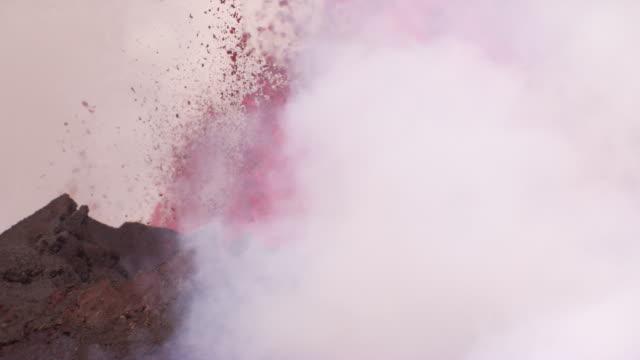 bardarbunga : volcano eruption and lava flow (2014) - eruption stock-videos und b-roll-filmmaterial