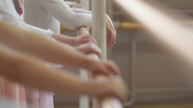 vídeos de stock e filmes b-roll de bare class - body de ginástica