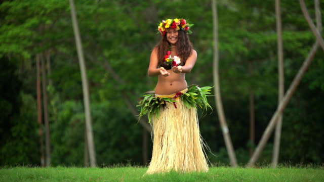 barefoot tahitian female in hula skirt and headdress - polynesian ethnicity stock videos & royalty-free footage