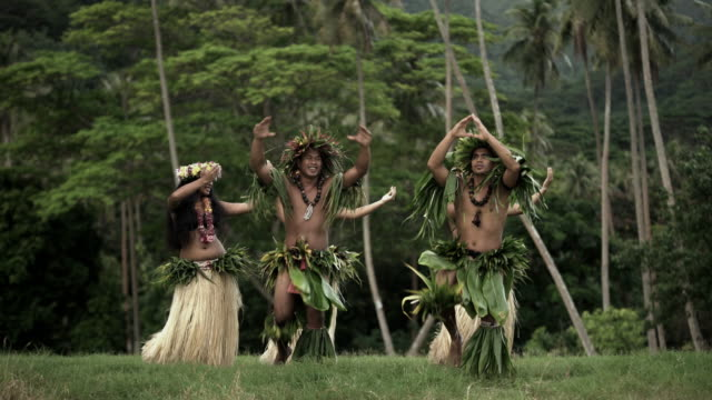 barefoot tahitian males in warrior dress traditional dance - headdress stock videos & royalty-free footage