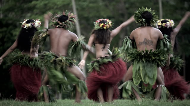 barefoot tahitian males in warrior dress traditional dance - tahitian culture stock videos & royalty-free footage