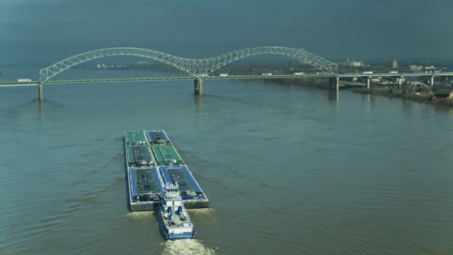 barge approaching hernando de soto bridge on the mississippi - memphis tennessee stock videos & royalty-free footage
