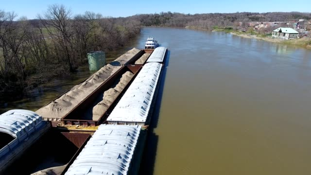 a barge on the cumberland river in clarksville tennessee - tennessee video stock e b–roll