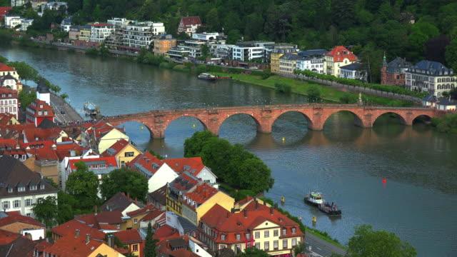 barge passing old bridge over neckar river - ハイデルベルク点の映像素材/bロール