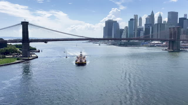 barge under the brooklyn bridge on the east river - barge stock videos & royalty-free footage
