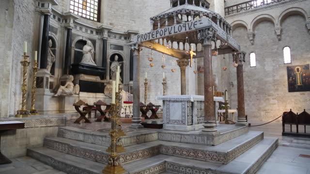 bari, the altar in basilica of saint nicholas - weibliche figur stock-videos und b-roll-filmmaterial