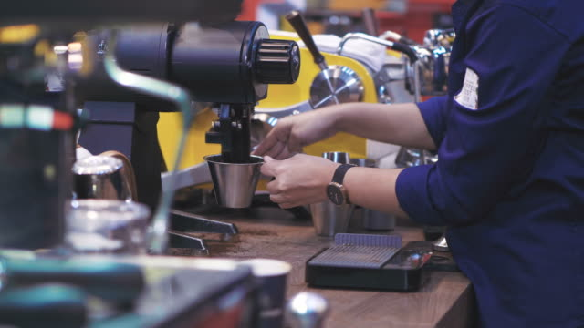 barista take coffee grind - macinare video stock e b–roll
