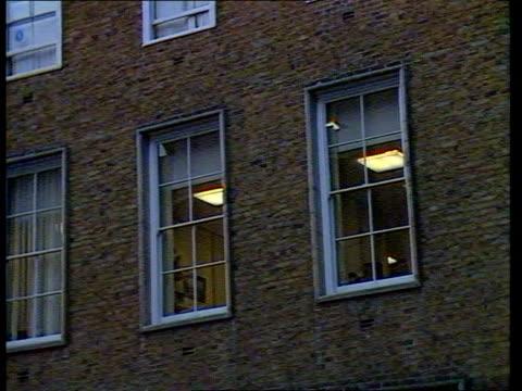 london manchester square portman financial services building zoom in upper storey windows - メリルボーン点の映像素材/bロール
